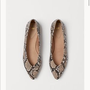 H&M Snakeskin Pointed Flats 5.5